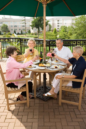 How to Enhance Your Social Life by Rightsizing Your Retirement Living