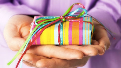 Holiday Gift Ideas for a Senior Loved One with Dementia