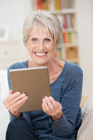 5 Rules That Make Social Media a Snap for Seniors