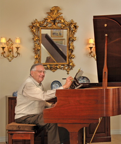 deupree house resident at his piano