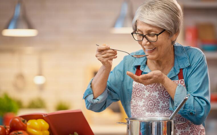 5 Healthy & Delicious Meals that Seniors Can Cook at Home