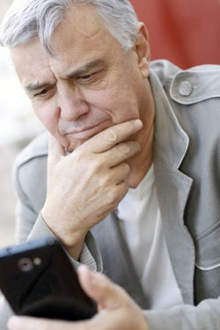 senior-man-with-smartphone