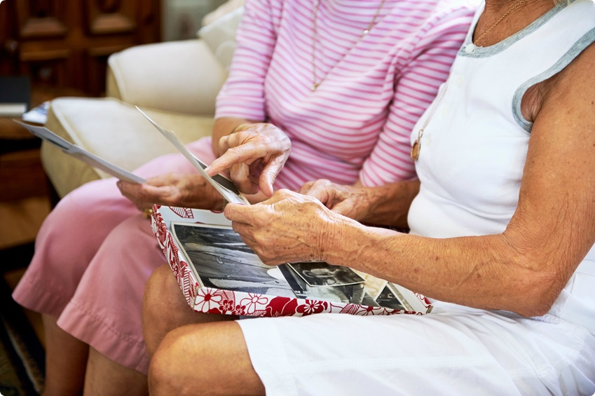 Could Music and Art Therapy Help Seniors with Dementia?