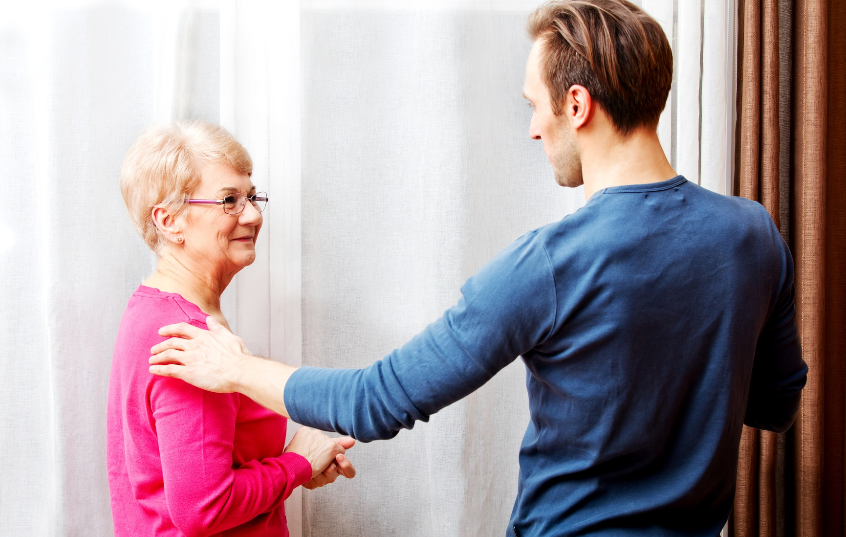 8 Tips for Talking to Someone with Memory Loss