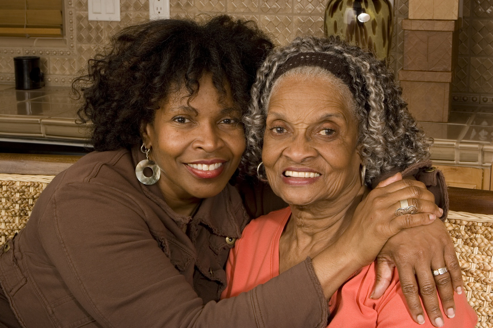elderly-mother-daughter-memory