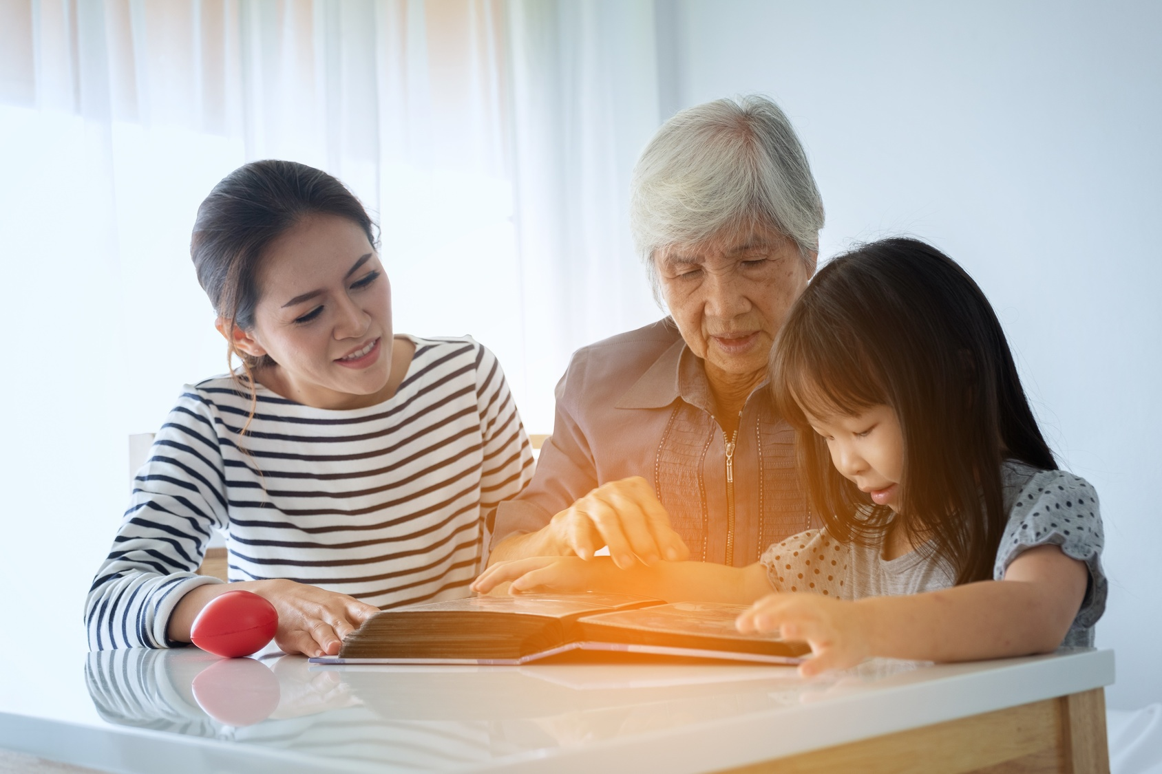 The 5 Absolute Best Ways for Seniors to Preserve Family Memories
