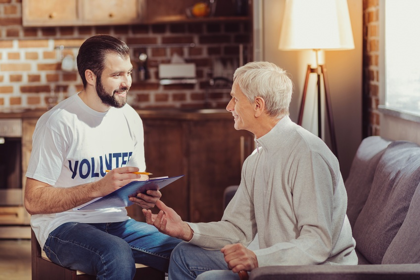 6 Reasons to Consider Volunteering for a Senior Living Organization