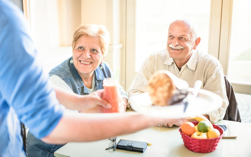 Dining Out? Follow These Eight Healthy Eating Tips for Seniors